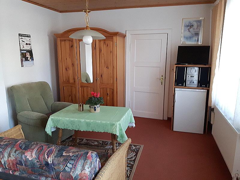ferienwohnungen z hr ferienwohnung 1. Black Bedroom Furniture Sets. Home Design Ideas